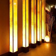 優しく灯る間接照明が包み込み、和の温もりをいっそう色鮮やかに演出させます♪個室居酒屋の中でも自信のある内装でお客様をお迎えします◎女子会、誕生日や接待などの各種宴会に◎