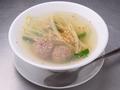 料理メニュー写真ラム肉団子のあっさりスープ