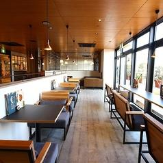広々としたスペースで本格コーヒーをお愉しみ下さい。ゆったり寛げるソファー席やカウンター席をご用意しております。お子様連れも大歓迎♪