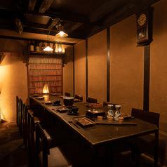 ほのかに明るいテーブル席は人数に合わせてお席をご用意。最大16名様までOKで、歓送迎会などの各種ご宴会にもぴったりです。