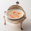 料理メニュー写真蟹肉入りふかひれスープ