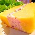 料理メニュー写真ペルーのポテトサラダ「カウサ レジェーナ」