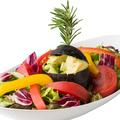 料理メニュー写真まるごとアボカドのサラダ