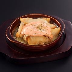 料理メニュー写真たっぷりチーズの明太ポテト焼き