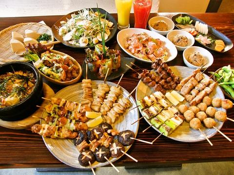 純和風テイストの大きな店内に一品一品こだわりの料理を提供する店。
