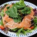 料理メニュー写真スモークサーモンのサラダ(小)