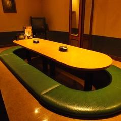 10名様~16名様までOK完全個室!当店自慢のお席なのでお早めの予約必須です!足元ゆったり伸ばしてお食事をお楽しみ頂けます♪送別会・歓迎会のご予約承り中♪飲み放題付きのお得な宴会コースを沢山ご用意してお待ちしております。