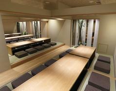 2名様~最大42名様までの個室があります。接待使いから宴会まで幅広く利用可能です。