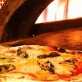 お店の中に窯があります!焼き立てのピザをご提供します!