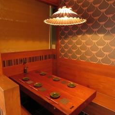 1階はテーブル席と、半個室をご用意。