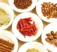 中国人に美人が多いのは、いろいろなスパイスのおかげ?梅蘭では化学調味料をなるべく使わずに六角、トウガラシなど、健康に良いとされる香辛料をつかっています!