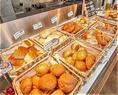 契約工場から毎朝入荷されるパンは大人気☆全てのバイキング食べ放題に含まれていますので、是非お試しください♪