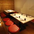 4名様~お使い頂けるテーブル席は席の結合も可能です!団体様はもちろん仕切りを付けれるので少人数でもお使い頂けます!