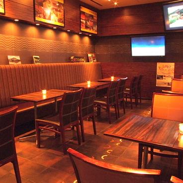トラベルカフェ 名古屋伏見店の雰囲気1