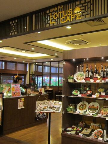 アジアンメニューを中心に和食からステーキまで幅広く食べられるお店。