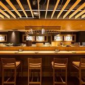 おひとり様でも安心してお寛ぎできるカウンターのお席をご用意しております。目の前で鮮魚の「生造り」など、板前の職人技をお楽しみ頂きながら、当店自慢のお料理をお楽しみ下さい。