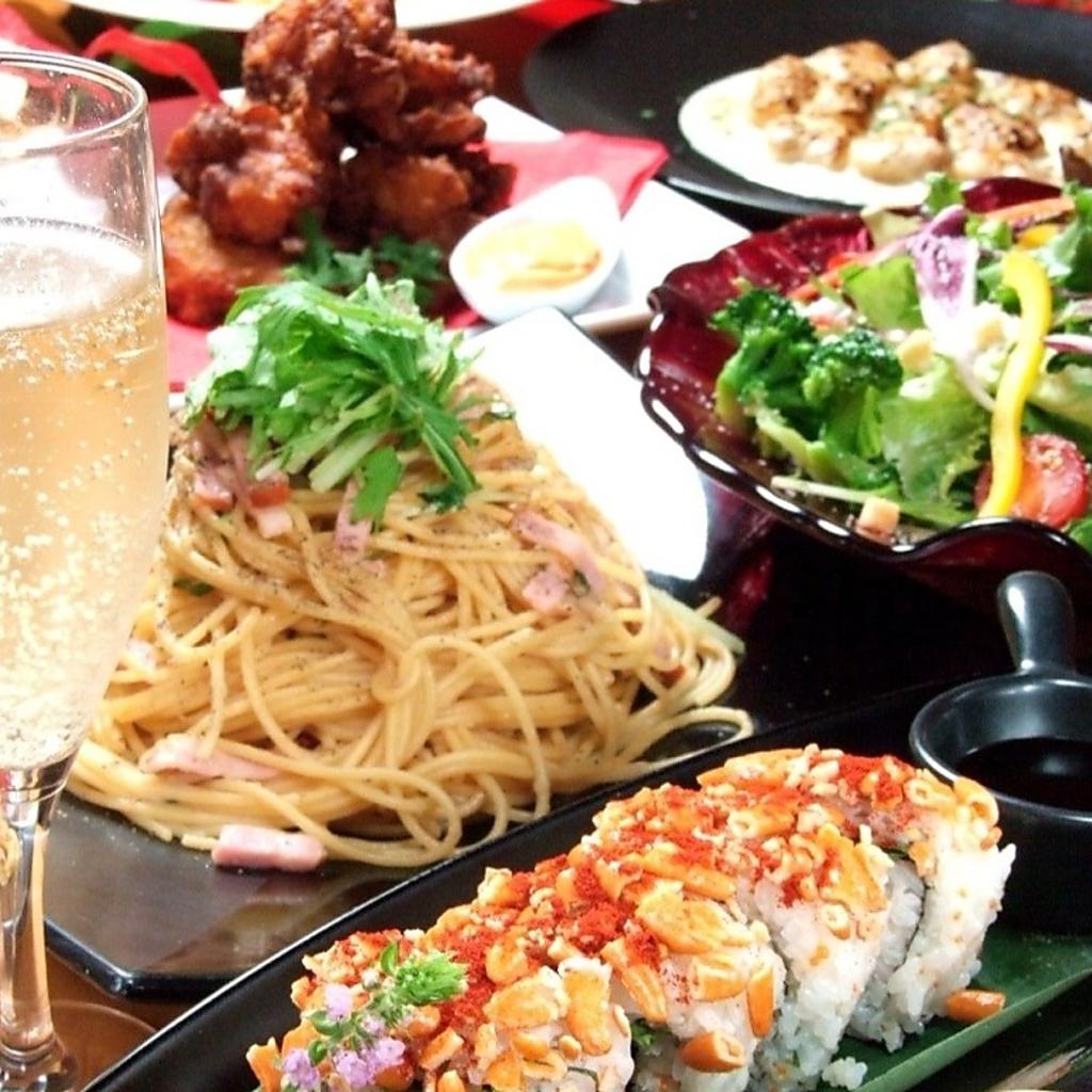 自家製ローストビーフや選べるフレーバーポテト等も食べられるので幅広い方にお勧め!コース3500円~