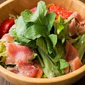 料理メニュー写真ルッコラと生ハムのサラダ