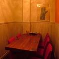 半個室のテーブル席。ご家族や同僚との飲み会、合コンに最適♪人気のお席になりますのでご予約はお早めに!