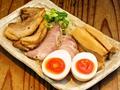 料理メニュー写真おつまみ三種盛り(炙りチャーシュー/メンマ/味玉)