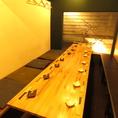 20名様までの大宴会もできるテーブル席。仕切りを使って4名様~8名様まで対応もできます♪