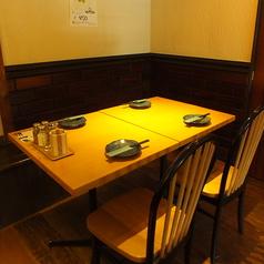 スタンダードなテーブル席★2~8名様までご利用可能!!デート、合コン、誕生日、宴会など様々なシーンに対応いたします!