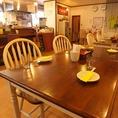 4名様テーブル席 広いテーブル席はお料理をおいてもゆったりできるテーブル席です。