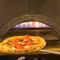 >>こだわりの生地づくり&高温のピザ窯
