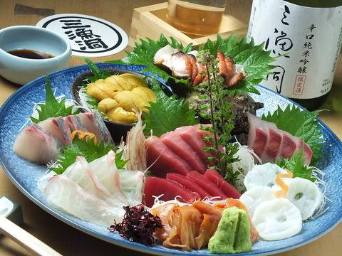 新鮮な魚介の盛り合わせをぜひ三漁洞にてご堪能下さい。