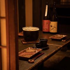 少人数でのご利用にもぴったりのテーブル席。落ち着いた飲み会や、プライベートでのお食事にご利用くださいませ。