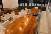 少人数から大人数まで対応可能なテーブル席