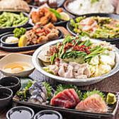厳選した食材で作る逸品は風味豊かで病み付きになること間違いなし!博多ならではの名物料理も多数ご用意しておりますのでぜひご賞味ください。