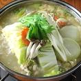 鶏を半分ぐらい楽しんだ後は、旨味が更に引き出された鍋に野菜を入れて…