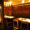 お店の奥にテーブル席のオシャレな個室がございます!最大8名様収容可能!大人気のお席ですのでお早目のご予約を♪