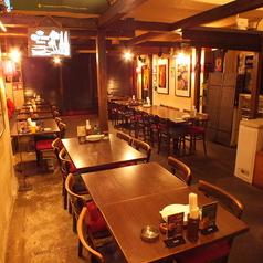 【B1 テーブル席】11:30~14:00はランチ営業もやってます!広々としたお席でゆったりどうぞ♪800円(税込)で、ライス、スープ食べ放題!ウーロン茶、ジャスミン茶、コーン茶も飲み放題です!ランチタイム、時間外のパーティー・宴会も応相談!お気軽にお問い合わせください!