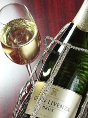 料理メニュー写真スパークリングワイン・スペイン・カヴァ・フルボトル(グランリヴェンツァ・ブリュット)