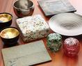 .九州は有田の窯元に直接出向き、特注した有田焼の器の数々には、色や形など、細部に至るまで料理長の美学が込められています。料理の魅力を最大限に引き立てる器の美しさにもご注目ください。