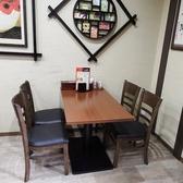 1階:4名様のテーブル席です。