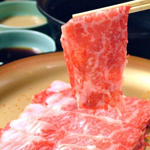 実はその歴史は古く、江戸時代が終わりを告げ、明治時代へ突入して行く頃までさかのぼります。当時、外国人が神戸で牛肉を食べ、その味のよさを知られて以来「神戸ビーフ」として重宝がられ、その名は国際的なものとなり、日本に来る楽しみは「風光明媚な土地を見ることと、神戸ビーフを食べることである。」と言われたそうです。