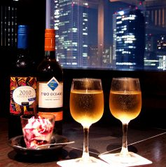 新宿の夜景を見ながらの一杯に