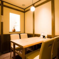【4名様】周りを気にすることなくお楽しみいただける個室席です。