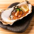 料理メニュー写真牡蠣のウニいくらのせ