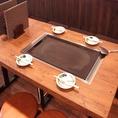 各テーブルにある鉄板で熱々の料理を堪能!
