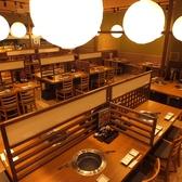 本格焼肉 萬まる THE OUTLETS HIROSHIMA店の雰囲気3