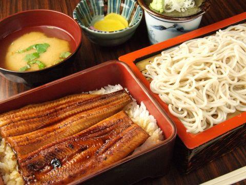 創業昭和45年のおそば屋さん。おそば以外のメニュー豊富で、夜に定食が食べれるお店!