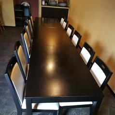 4名様テーブルを3卓ご用意しております。