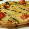 料理メニュー写真トマトとバジリコのピザ