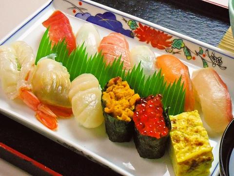宮古など日本全国から取り寄せた旬の海の幸が楽しめる店。注文はタッチパネルで簡単。