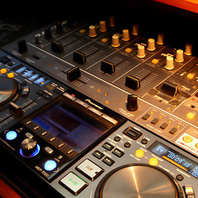 DJスペース、2面プロジェクター完備しています◎