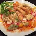 料理メニュー写真ぷりぷり海老とアボカドのチリマヨソース